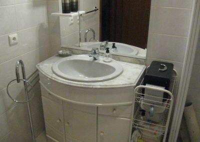 Exemplo de adaptação a quarto de banho acessível